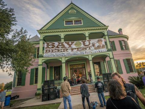 Musik auf der Veranda beim Bayou Beer Fest