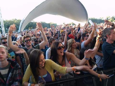 Un public porté par la musique lors du VooDoo Festival