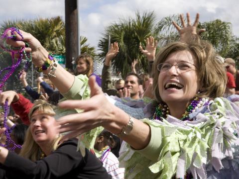 Zuschauer bei der Mardi Gras-Parade in Lafayette