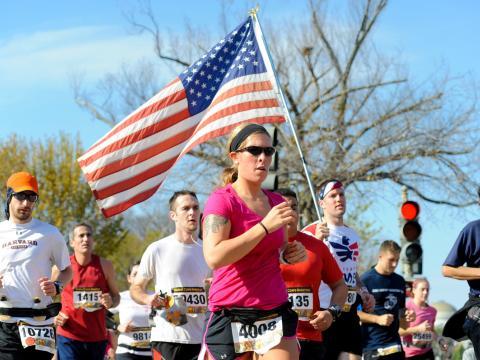 Coureurs participant au marathon annuel du Corps des Marines